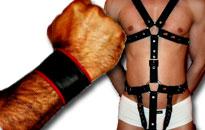 Läder tillbehör och harness för män, Läder för homosexuella killar till bra priser, Bär läder i sängen, Bär läder i fetisch parti