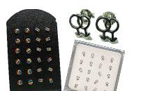 Diskreta örhängen med mand-mand symbol, diskreta örhängen med kvinnan-kvinnan symbol, diskreta örhängen i regnbågens färger